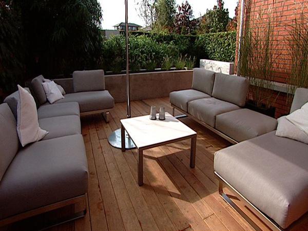 De loungehoek met uitzicht op tuin