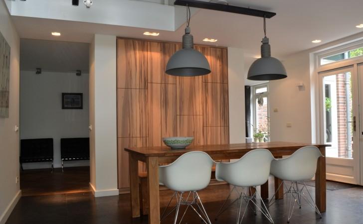 Open keuken met doorkijk naar de kamer
