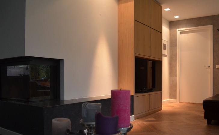 TV kast van eiken met ingelegde deuren